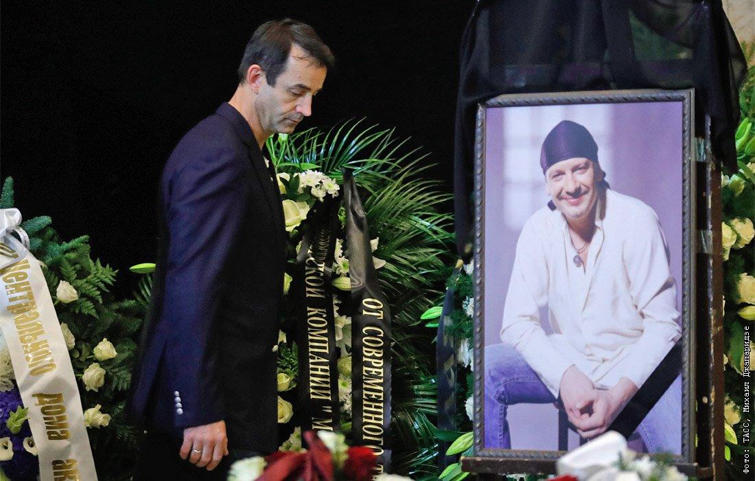 голубой мастики прощание с дмитрием марьяновым фото показала крупным