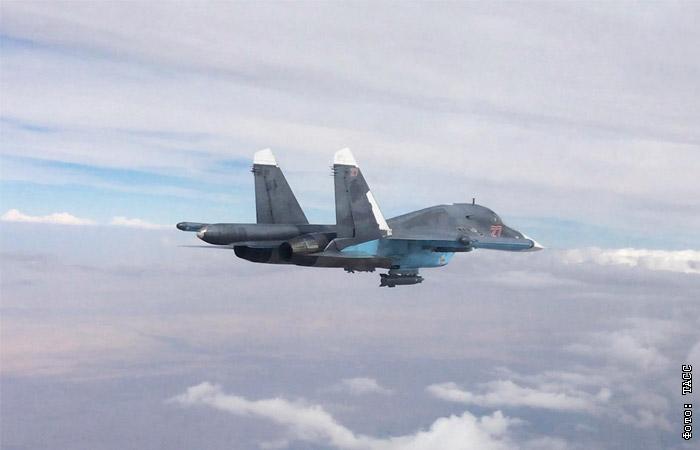 Су-34 в Сирии разбомбил бензовозы с предназначенной для черного рынка нефтью