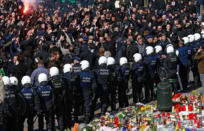 В центре Брюсселя произошли столкновения между футбольными фанатами и полицией