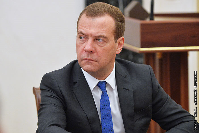 Медведев поручил продлить продэмбарго до конца 2017 года