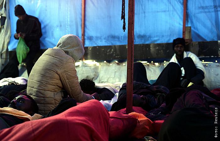 Италия отказалась принимать новые корабли с нелегальными мигрантами