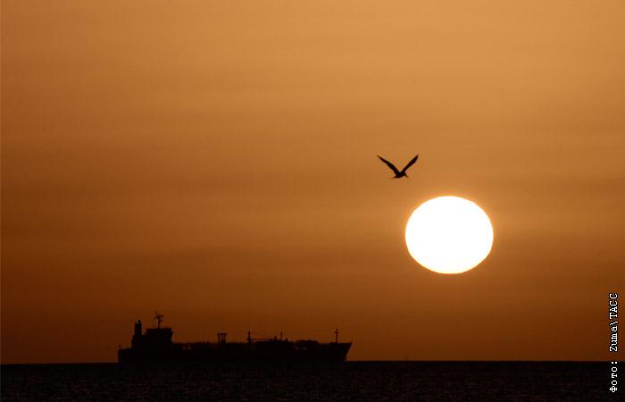 Англия объявила, что она отправит третий военный корабль в Персидский залив