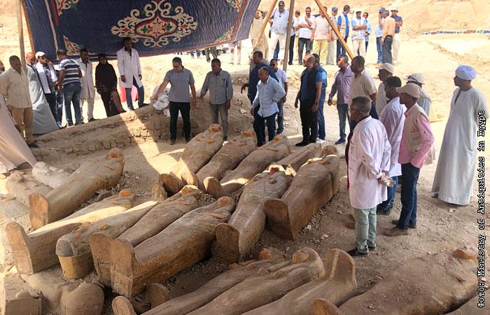 В Египте обнаружили древние саркофаги с цветными рисунками: фото уникальных находок
