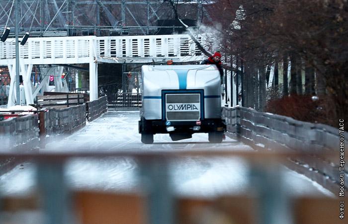 Парк Горького изменит правила нахождения на катке после обрушения моста
