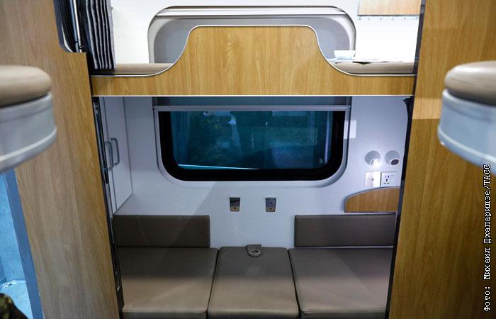Макет нового плацкартного вагона показали на выставке в Москве