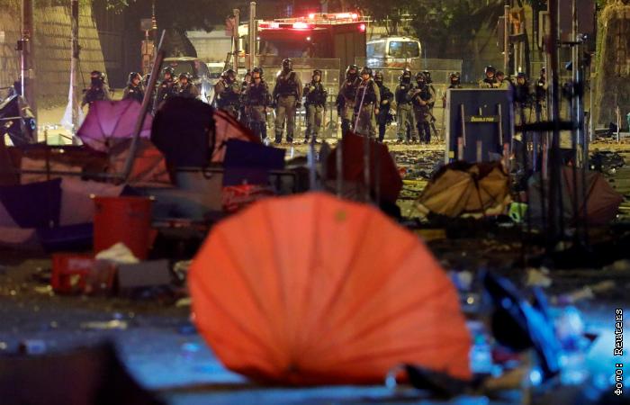 В Гонконге начались столкновения полицейских и протестующих