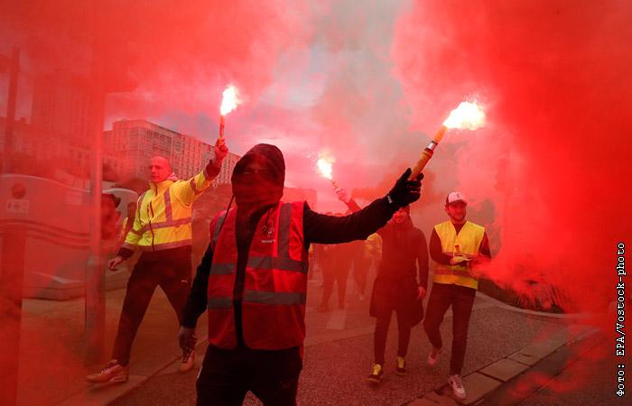 Забастовка транспортников парализовала движение во Франции