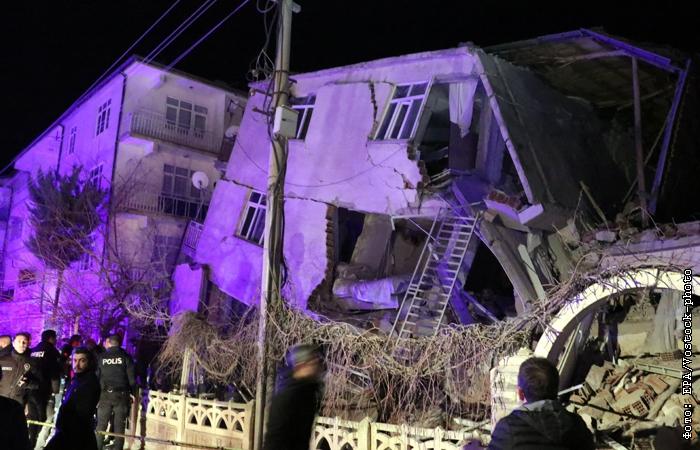 Видеозапись последствий мощного землетрясения в Турции появилась в Сети