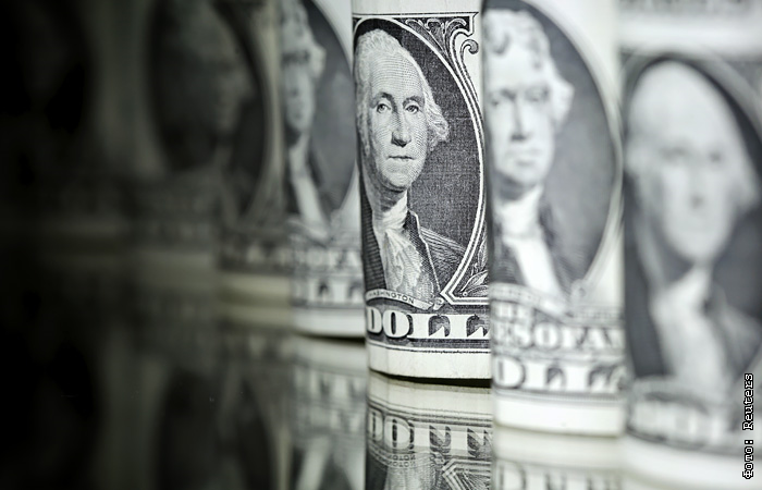 Вторая волна COVID-19 может поднять курс доллара до 90 рублей