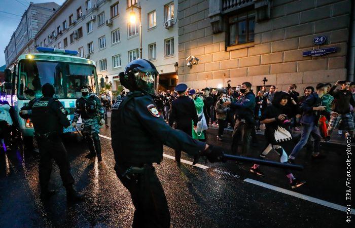 В Москве задержали более сотни несогласных с поправками людей