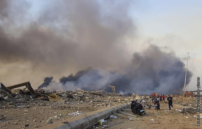 В порту Бейрута произошли два взрыва