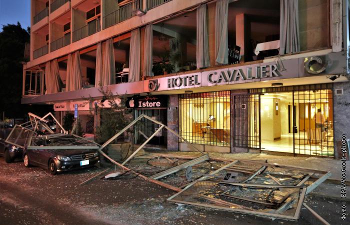 Взрыв в Бейруте: Эйфелева башня погасила огни, а мэрию Тель-Авива подсветили цветами флага Ливана в память о погибших