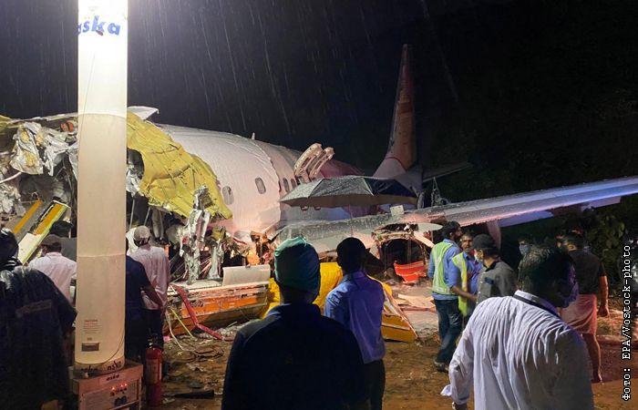08 Августа 2020 12:47 Авиакомпания Air India Express подтвердила гибель 18 человек в результате жесткой посадки Боинга