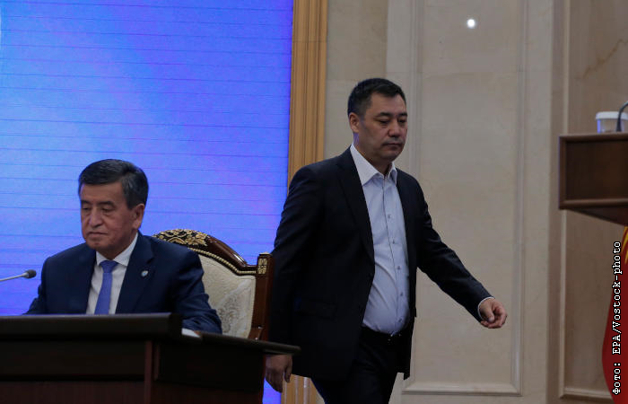 На территории Бишкека введен режим ЧС. В центре города слышны выстрелы