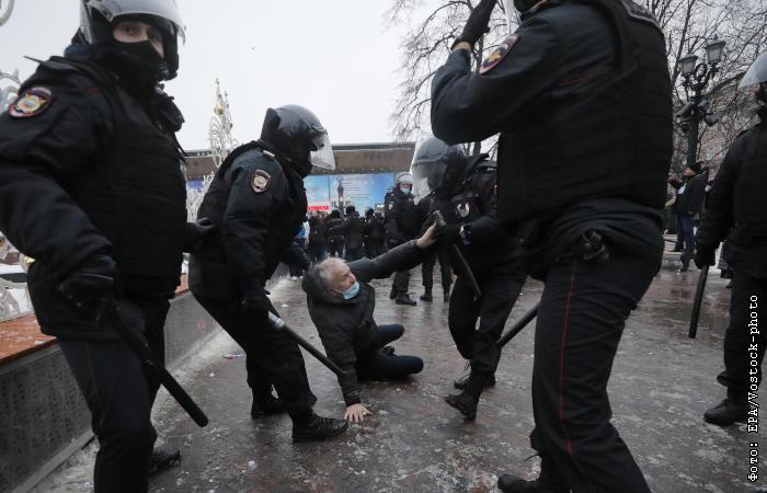 СКР возбудил несколько дел после незаконной акции сторонников Навального в Москве