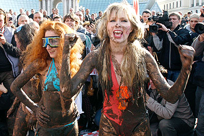 На Майдане прошли бои в грязи