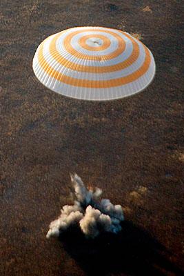 """Союз"" с экипажем МКС-17 приземлился недалеко от города Аркалык"