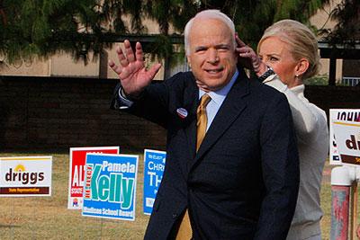 Синди и Джон Маккейн проголосовали в Финиксе