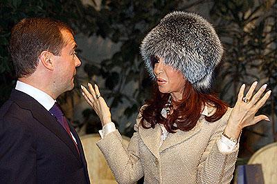 Президент Аргентины получила в подарок от Медведева шапку из чернобурки