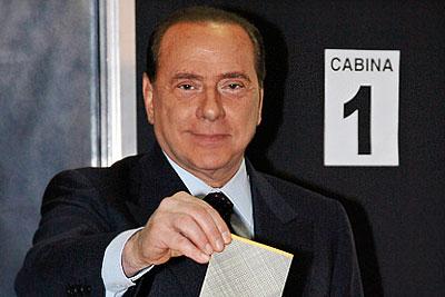 Сильвио Берлускони снова в премьерах