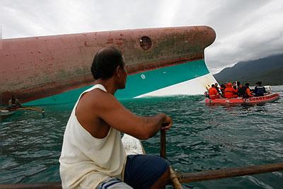 У берегов Филиппин перевернулся паром