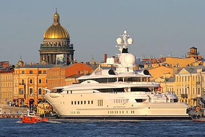 В Санкт-Петербурге пришвартовалась яхта Романа Абрамовича