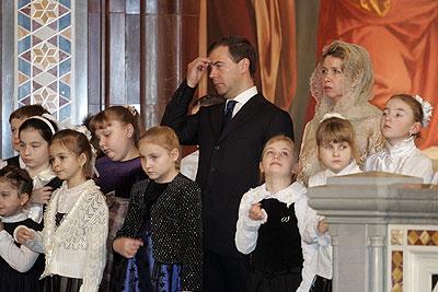 Дмитрий Медведев с женой на рождественской службе