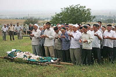 Похороны Натальи Эстемировой прошли в Чечне