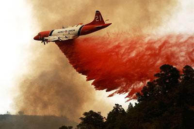 Пожарные Калифорнии пытаются остановить лесные пожары