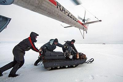 """Высадка полярников для монтажа станции """"СП-37"""" в Арктике"""