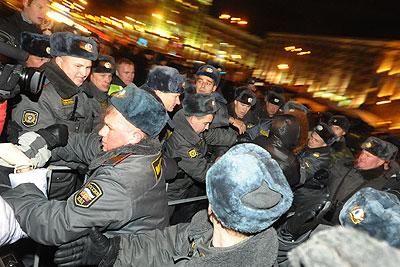 Несанкционированный митинг оппозиции на Триумфальной площади