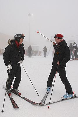 Медведев и Путин покатались в Красой Поляне на лыжах и снегоходах