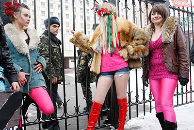 Акция движения FEMEN прошла в Киеве