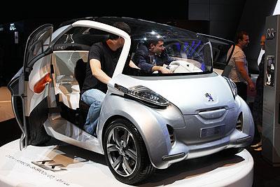Концет Peugeot на Московском международном автосалоне