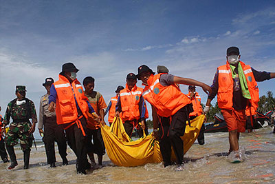 Жертвами цунами в Индонезии стали 408 человек