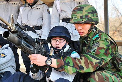 Южная Корея начала военные учения возле границы с КНДР
