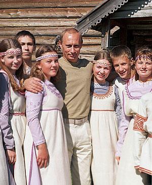 Путина хотят видеть финно-угором и в бронзе