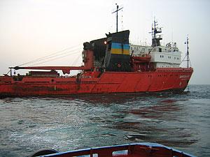 Моряков с украинского буксира уже не надеются найти живыми