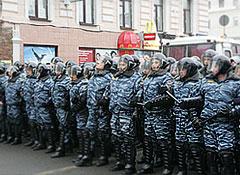 Милиция и войска заняли центр Москвы