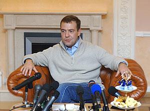 Медведев на улице не останется