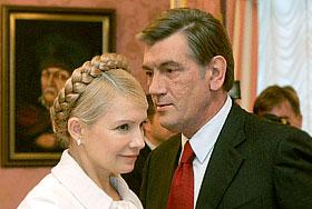 Ющенко и Тимошенко: неприличное поведение