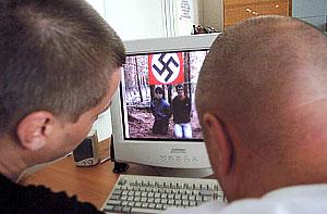 Экстремистская Россия: флэшмобы, форумы и сатанисты