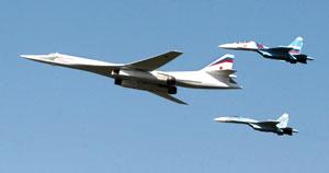 Над Москвой пролетели военные самолеты