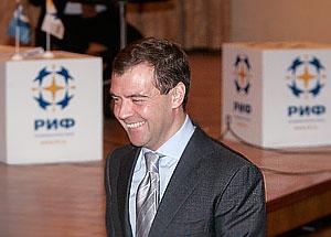 """Медведев намерен бороться с """"цифровым разрывом"""""""