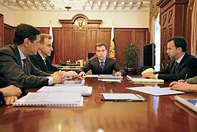 """Медведев встал на защиту """"маленьких"""""""
