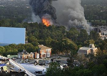 Легендарную киностудию охватил огонь. Фото