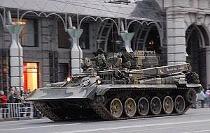 По улицам прошли сотни единиц боевой техники