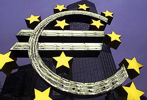 """Отец"" евро: колебания доллара помогают рецессии"