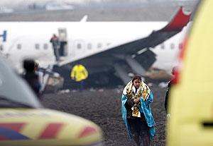 Самолет разбился при заходе на посадку. Фото