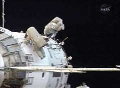 МКС против фрагмента советского спутника